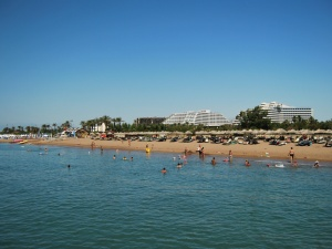 Antalya - pláž v letovisku Belek